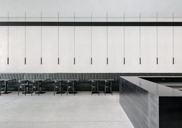 Geradlinige Beleuchtung im Café des Kunstmuseums Lausanne