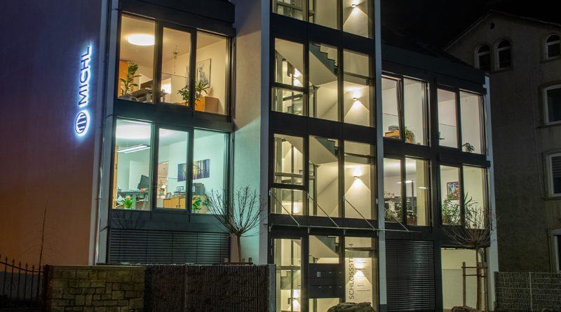 Puk Leuchten von Top Light bringen einen Neubau zum Strahlen
